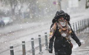 Atentie soferi, ninge si viscoleste pe Valea Prahovei